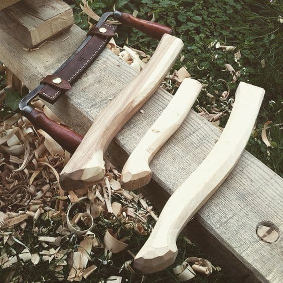 There are a lot of ways to make your own ax handle. We have decided to share the 5 steps we follow every time we need to do this task.