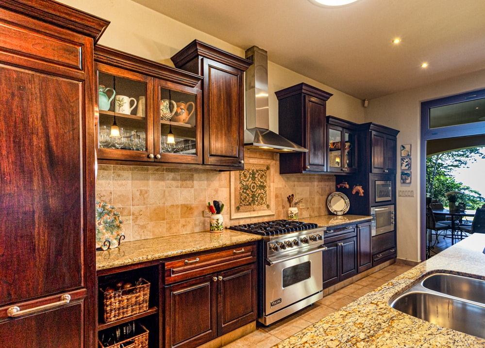You can use sanders for a lot of things. One of the things you can use is kitchen cabinets. To do that, you need to find the best sanders for kitchen worktops. Worktops are one of the most important things when it comes to kitchen cabinets.