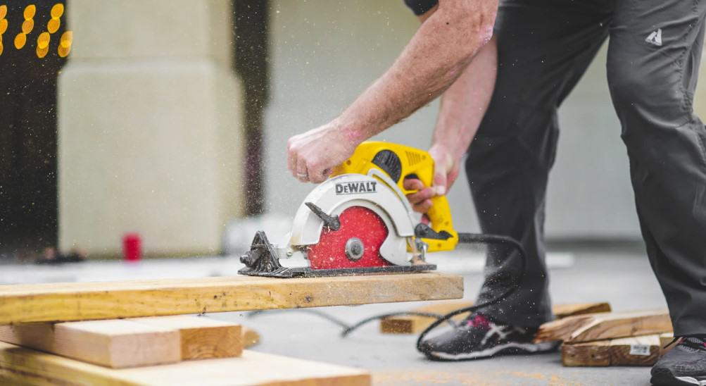 If you need a portable saw then circular saws are the best. They are easy to carry around and easy to work with. They are known for accurate and straight cuts. They are not very good with thick wood.