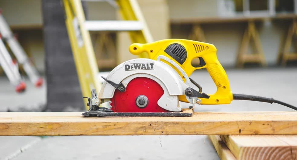 A circular saw is a great tool. If you have a large workshop then you need to own one. It can be used to cut wood, but also metal. It is very portable and helps you to make straight cuts.