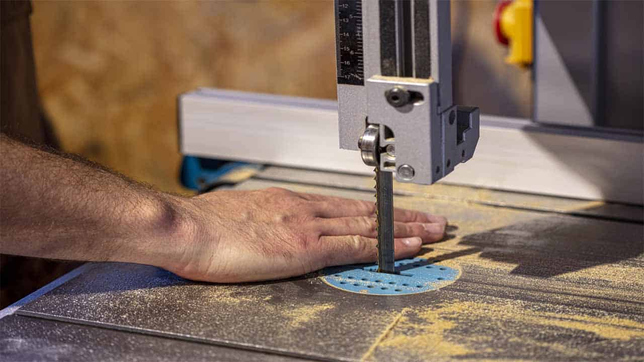 The bandsaw is a very large power tool, it's mostly used to make cuts on large pieces of wood. There are different types of bandsaws that can be used for different types of projects, including cutting wood and metal.