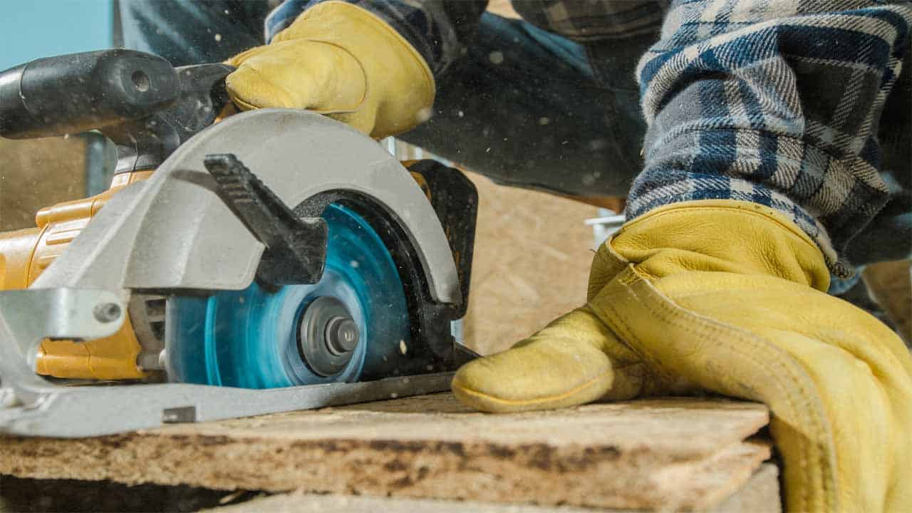 Cutting narrow boards using your circular saw can be tricky. Some of these narrow boards can be very thin so it's hard to make a clean cut. To make a better cut it's recommended to mark a line before cutting.