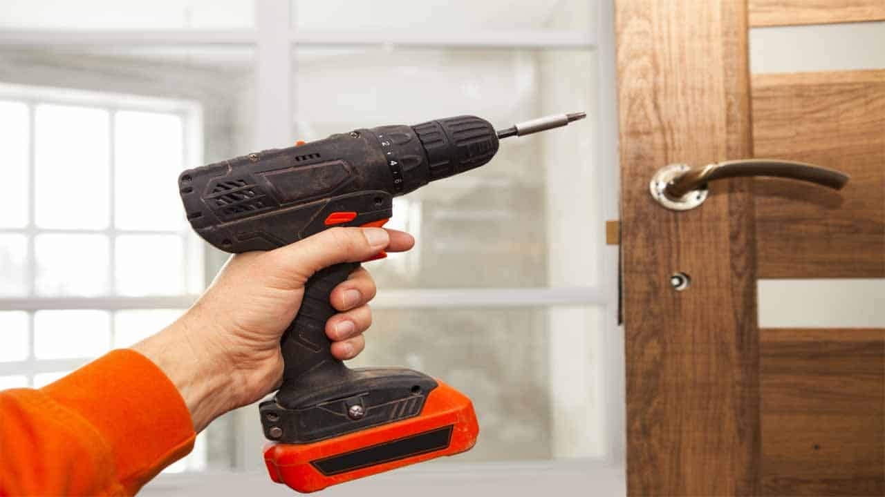 A screw gun looks like a drill, but it's only used for one purpose, to drive in screws. It's a fast tool, and it can help you speed up the process a lot.