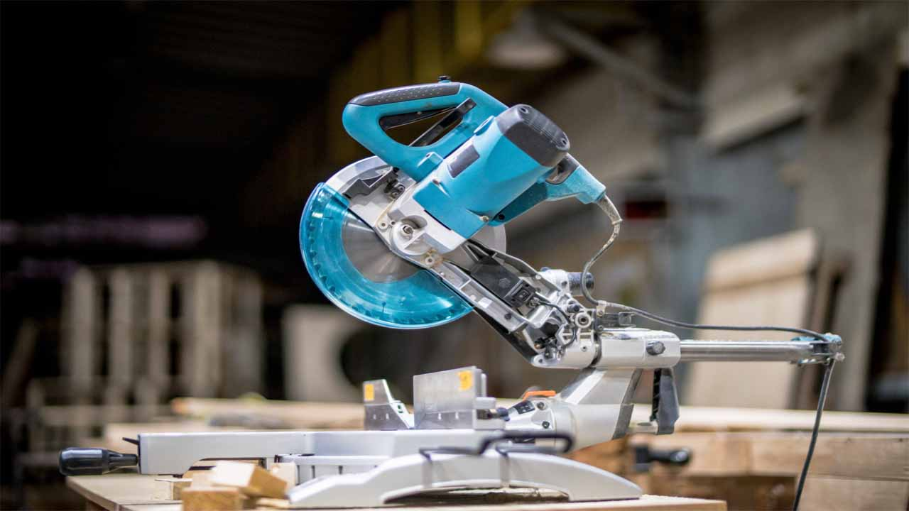 The best compound miter saws are the ones that will give you the best cutting results. Compound miter saws are very used among different woodworkers, they are easy to use and deliver a clean cut.